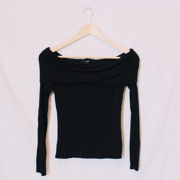 07a9e10e439208 Forever 21 Tops - OFF THE SHOULDER FOLD OVER BLACK FOREVER 21 TOP